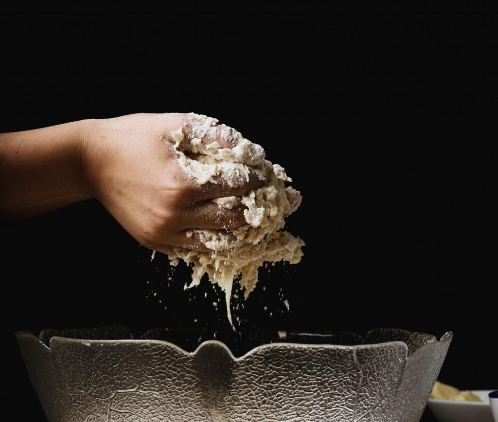 impastare la farina - benefici - www.anfassava.it
