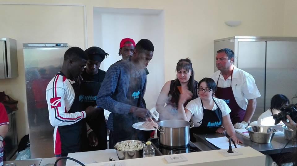 Ragazzi di Anffas Sava e Salam Sava alle prese con la cucina etnica nord africana
