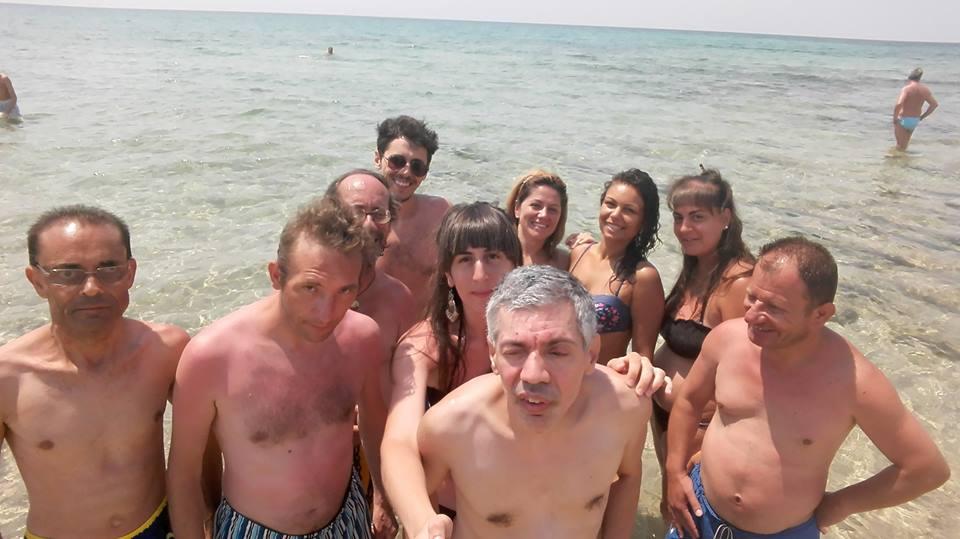 i ragazzi di anffas sava al mare