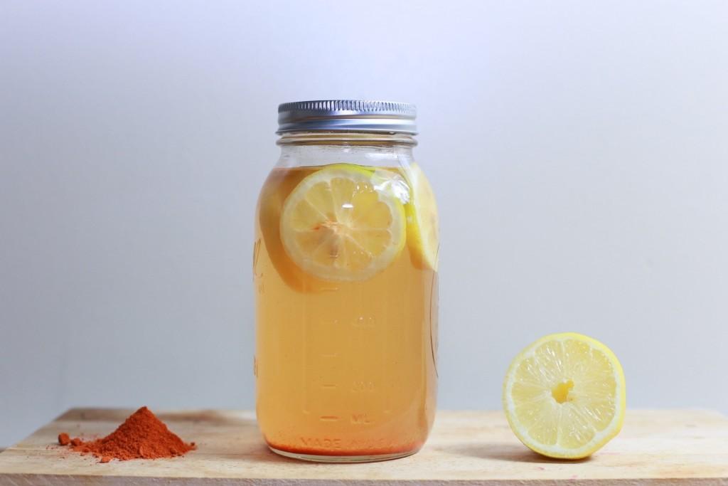 acqua limone menta e zafferano bevanda fresca